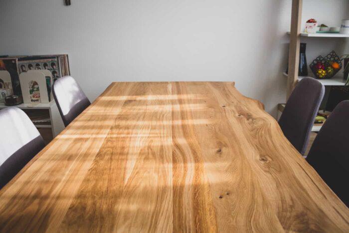 servamata äärtega tammepuidust laud