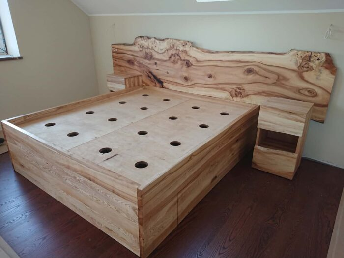Täispuidust voodi