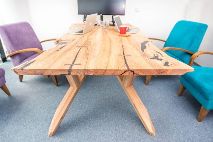 Saarepuidust laud